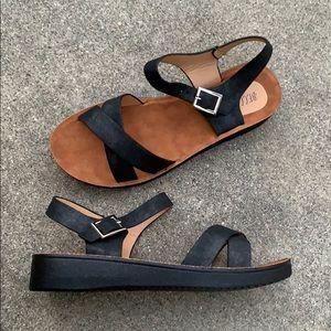 Black Low Heel Criss Cross Buckle Sandals